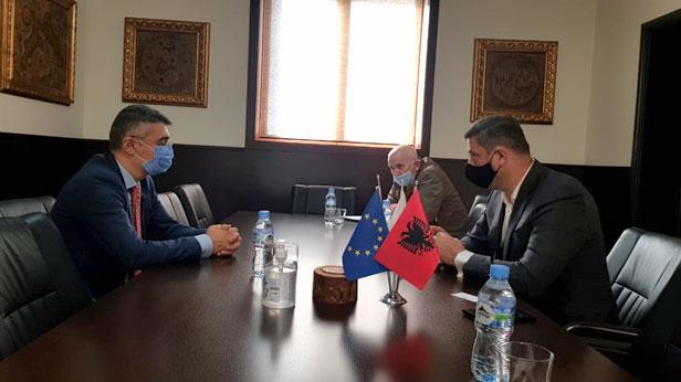 Krytari JAKA takim me Ambasadorin e ri të Azerbajxhanit z. Huseynov  në kuadër të forcimit të bashkëpunimit ekonomik mes dy vendeve